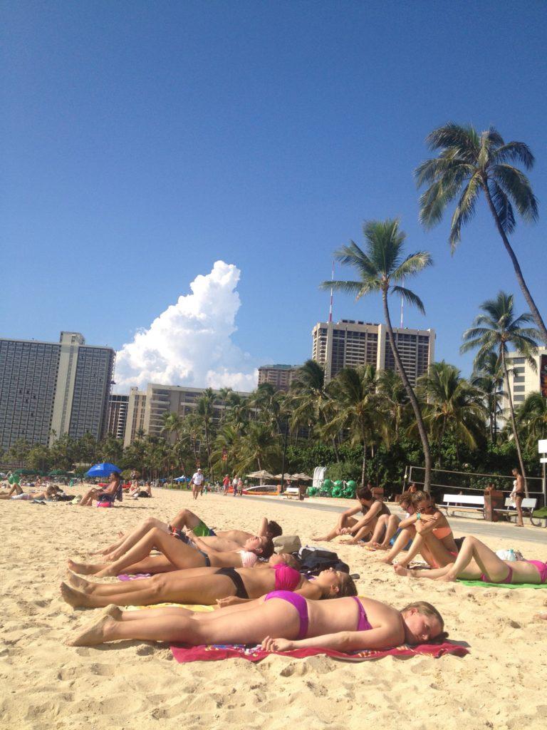 ハワイでは、人が少なめのフォート・デルッシ・ビーチでのんびり