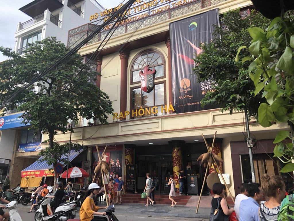ベトナムトゥオン劇場で、竹棒サーカス(ラン・トイ)
