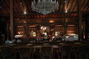 格式高いプラタランでインドネシア料理